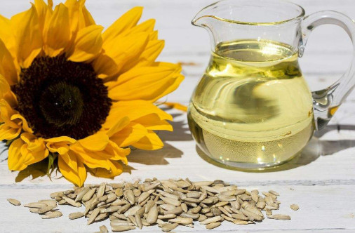 Identification of volatile flavor compounds in Luzhou flavor sunflower oil